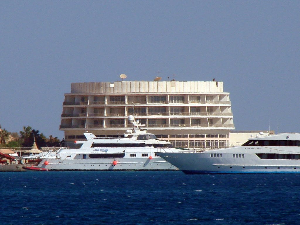Visiting the oldest hotel in Hurghada & taking photos